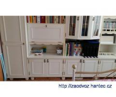 Bílá nábytková stěna