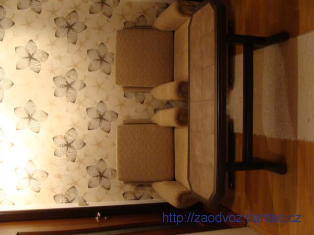 křesla a stolek